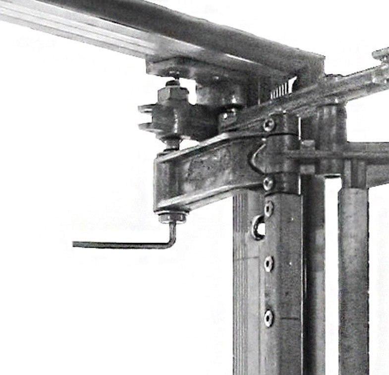 Регулировка петли люка Слава производится специальным рожковым ключом